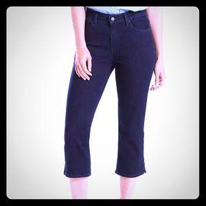 NWT Women's Levi's Mid Rise Classic Capri Jeans
